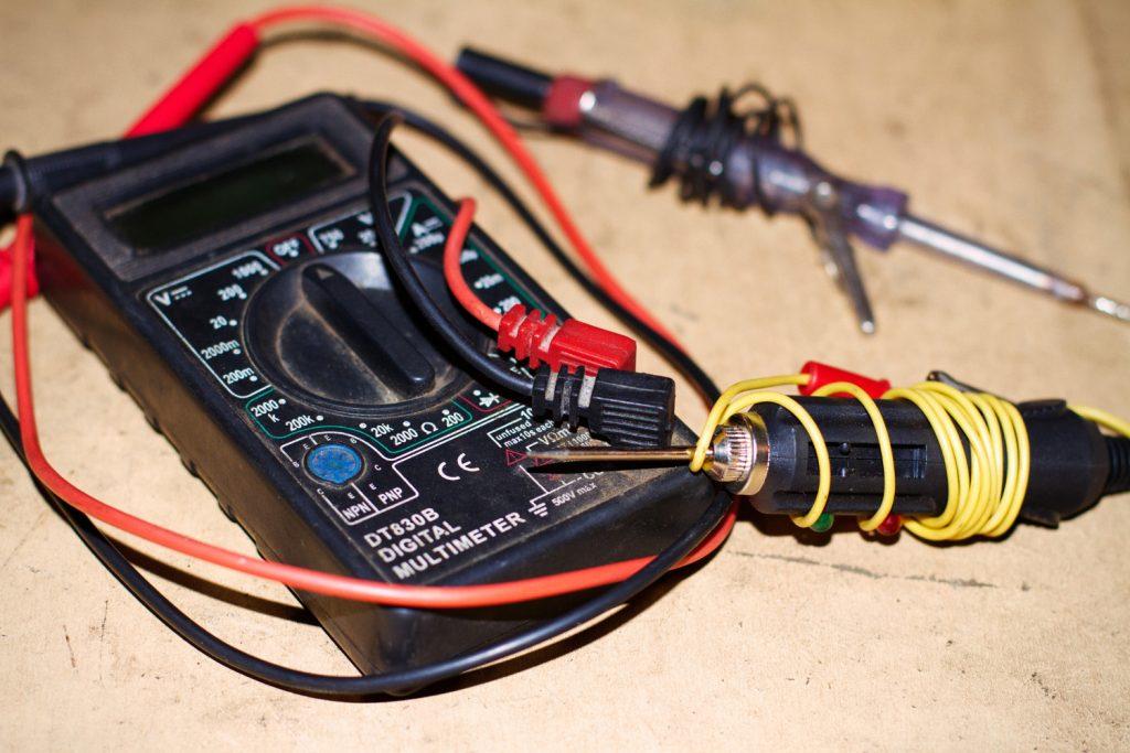 Как проверить емкость аккумулятора? - multimetr1 1024x683