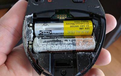 Потекла батарейка: что делать?