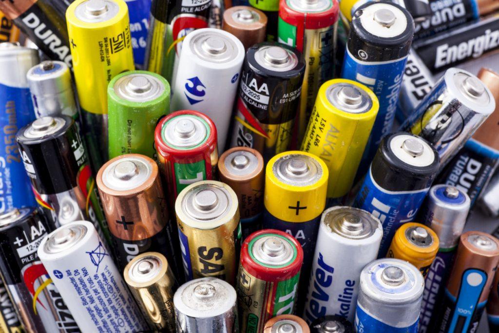 Как отличить солевые батарейки от щелочных? - istock 6136909801 1024x683